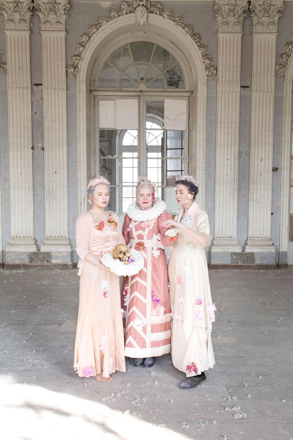 Trois femmes, March 2018, Belgium