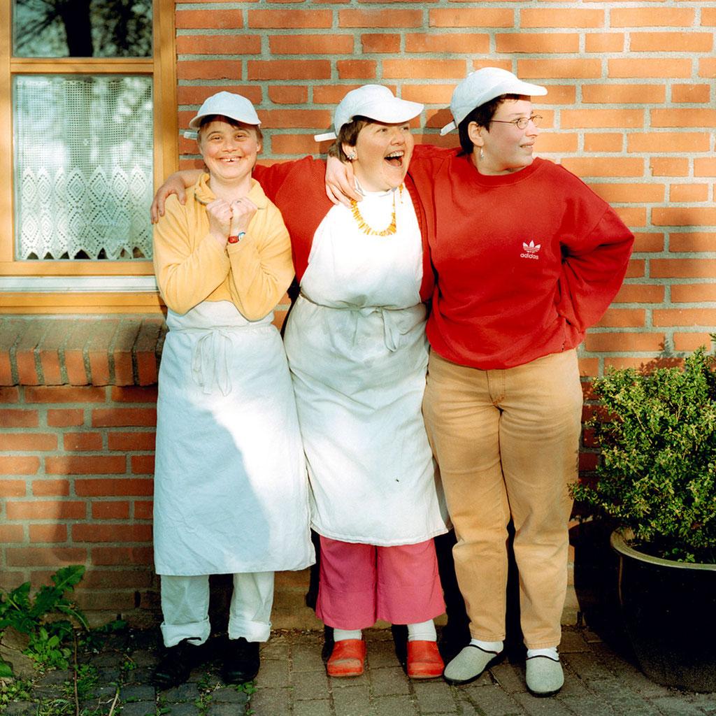 Angela, Birgit, Sara   Neighbours   Heimat 2005