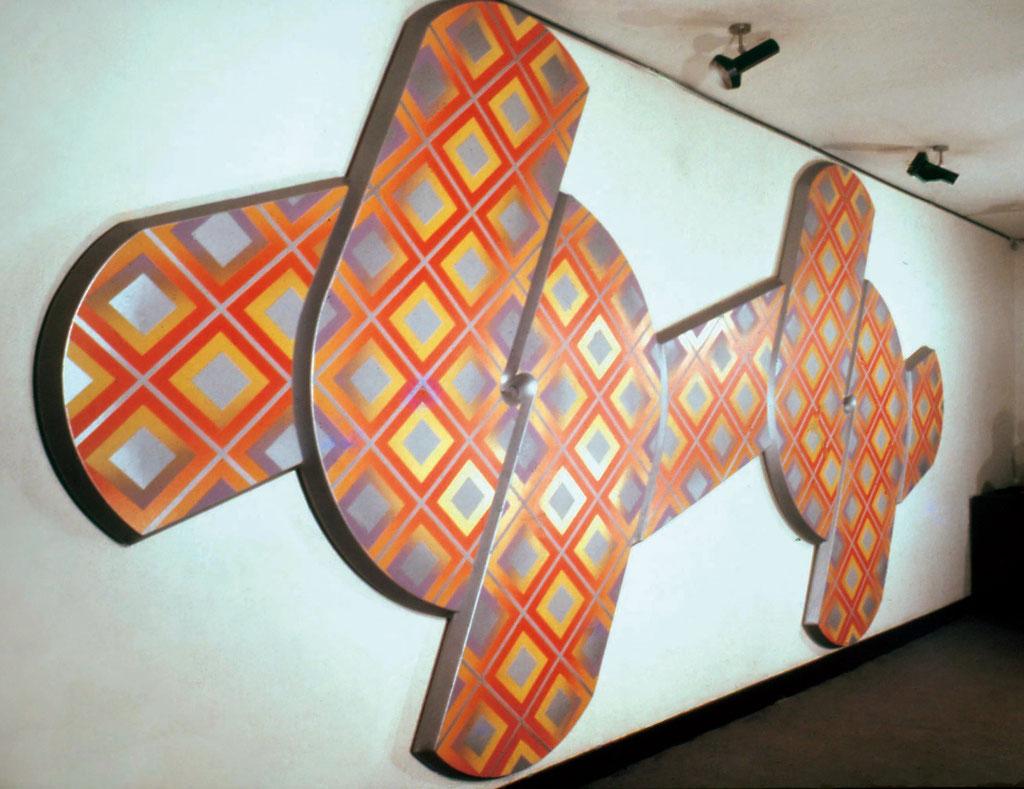 CROSS WORK 68-19 1968 Oil on shaped canvas 240-450cm 1968年 個展 ウォーカー画廊 銀座/東京