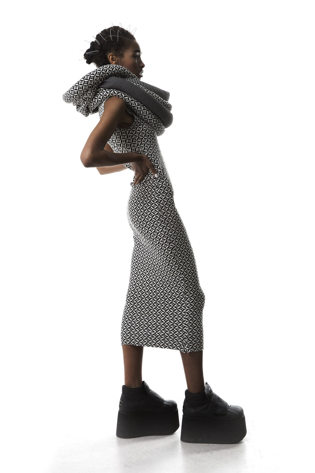 Photo: Cyrano Bentlage // Model: Maria Susan Landwehr // Fashion: Vky Nguyen