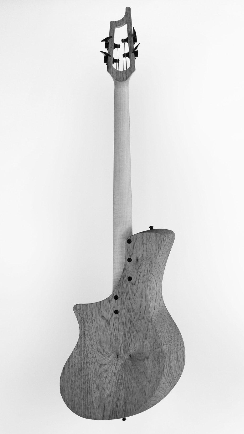 Singlecut Boutique e-bass high end instrumente kaufen - Bassguitar 5 String Design