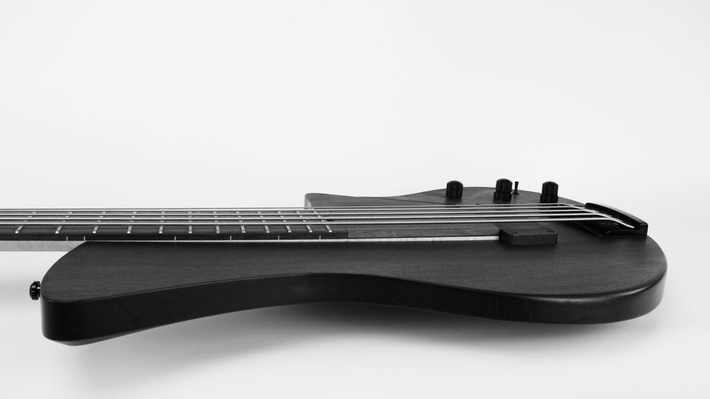 ulrich bog oak bassguitar 5 string with harry haeussel jazzbucker pickup handcraftet in germany