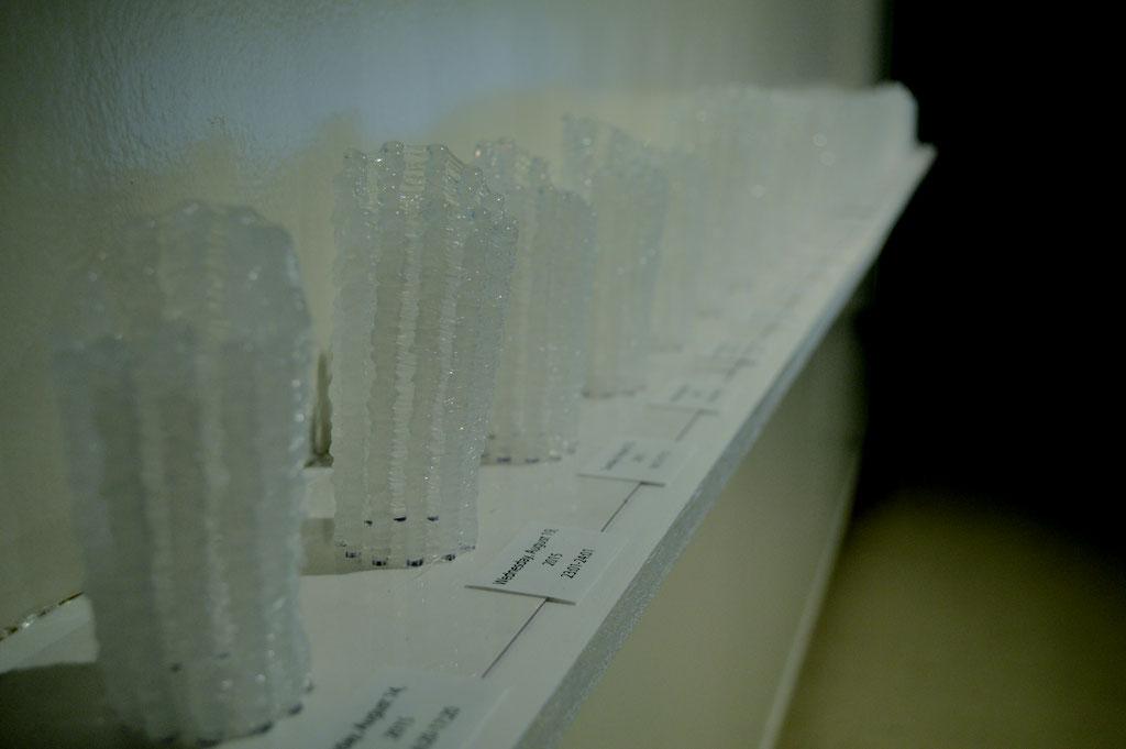 『撃つⅢ』 接着剤樹脂、プラスチック板 13 × 280 × 10(cm)