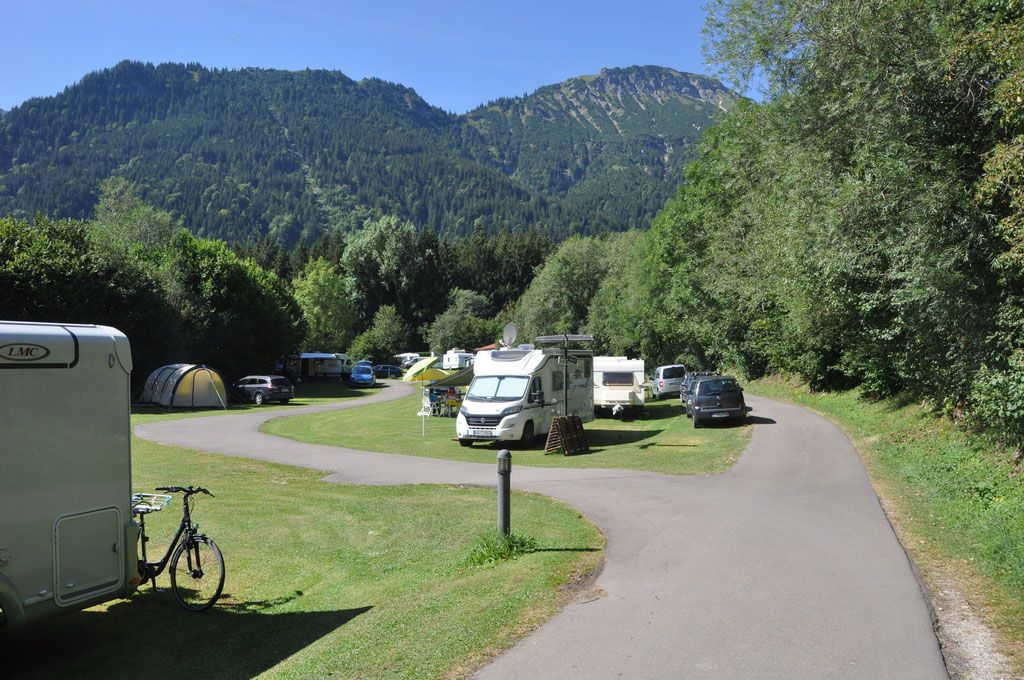 Wohnmobilstellplatz von Campingplatz Camping Pfronten blick auf den Breitenberg