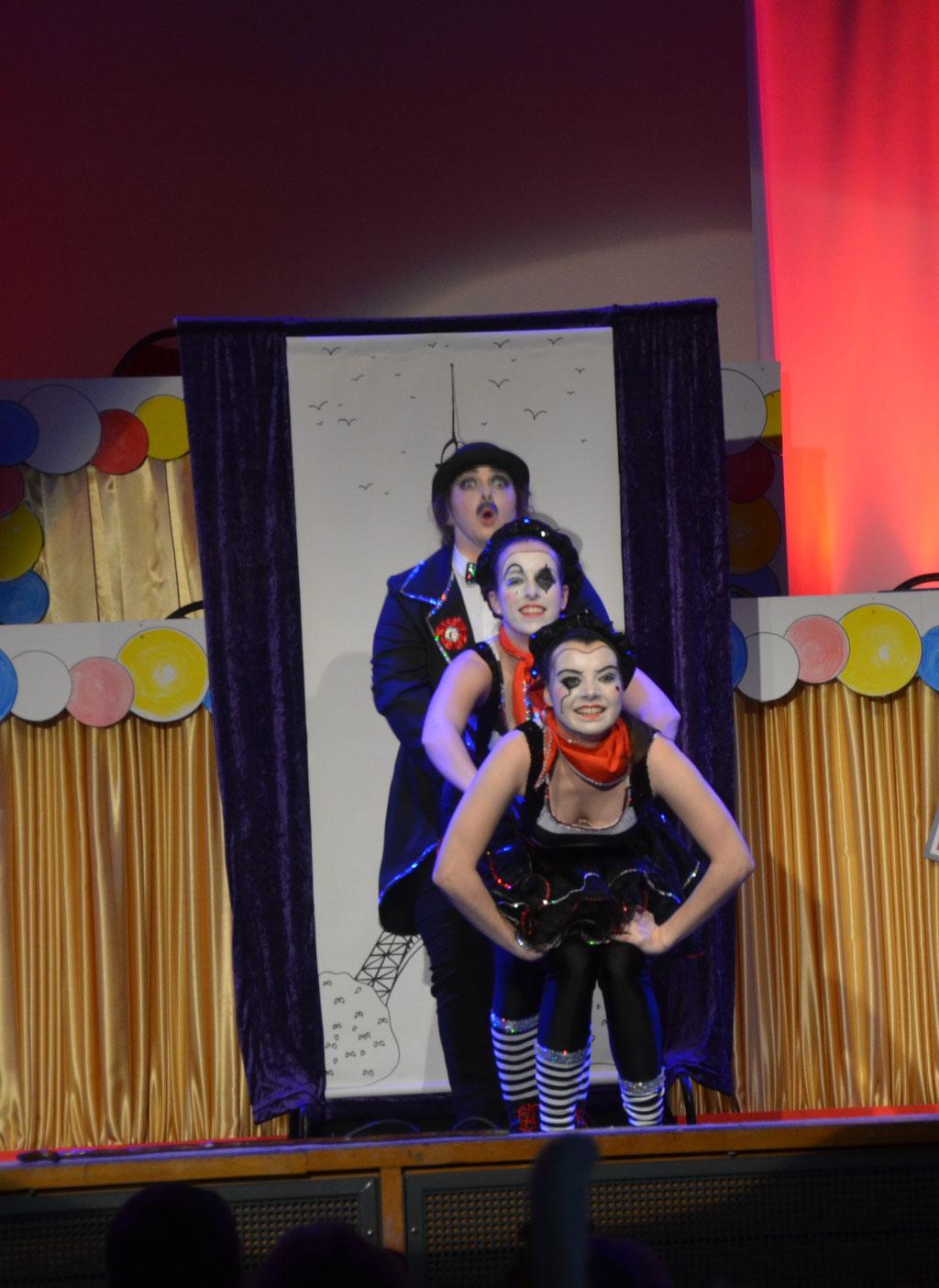 Das Tanz-Trio InTakt aus Dornheim brachte wieder Leben auf die Bühne.