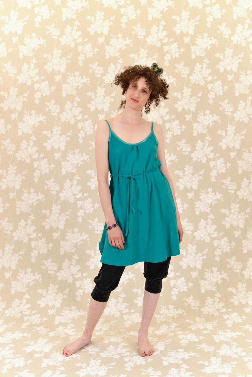 Kleid BIO-Esmeralda und Hose BIO-Elani aus Baumwolle aus kontrolliert biologischem Anbau und Hanf