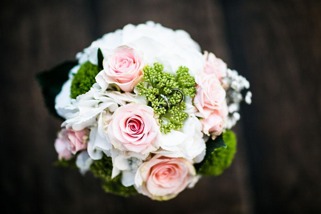 Brautstrauß mit Rosen im Pastellfarbenen Vintagestyle