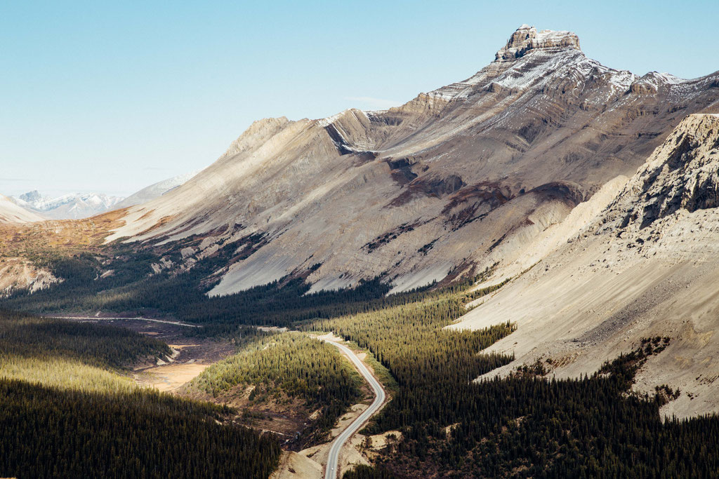 Icefields Parkway from Parker's Ridge. Two week road trip itinerary around the Canadian Rockies