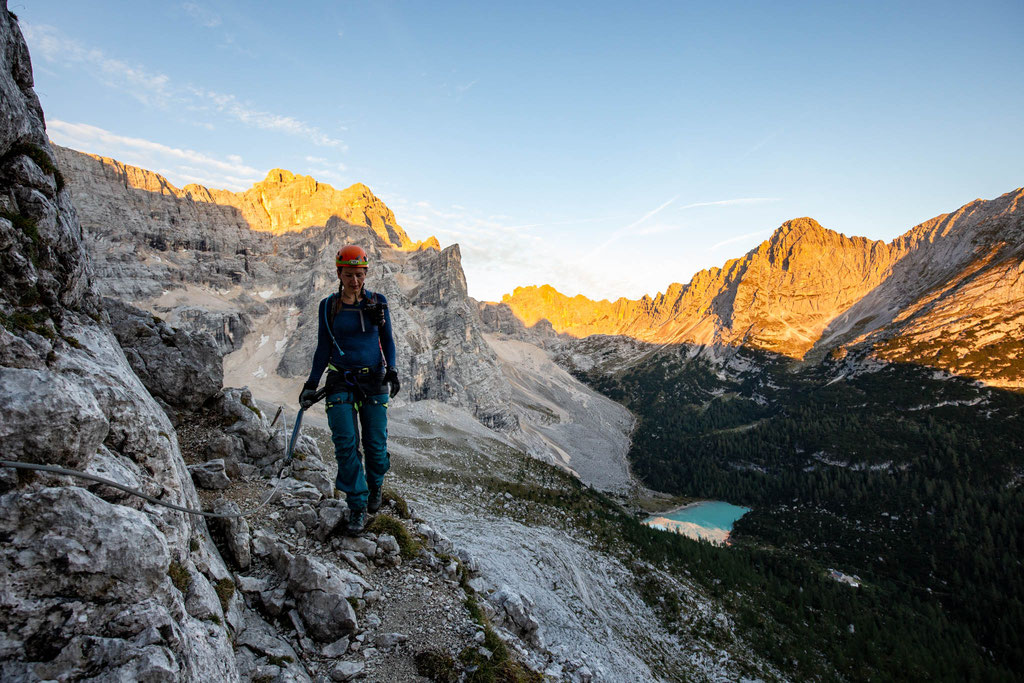 First light on the mountains and the Sorapiss Lake