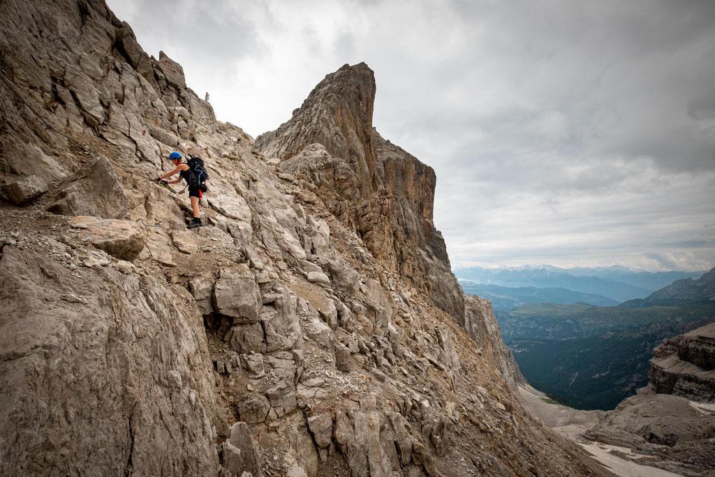 Descending from Bocca dei Camosci along Sentiero Ideale