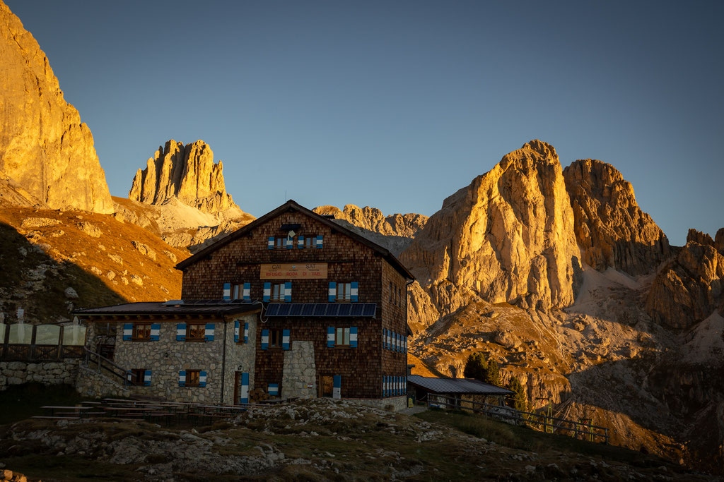 Rifugio Roda di Vaèl at sunrise. The starting point for the via ferratas Masarè and Roda de Vaèl