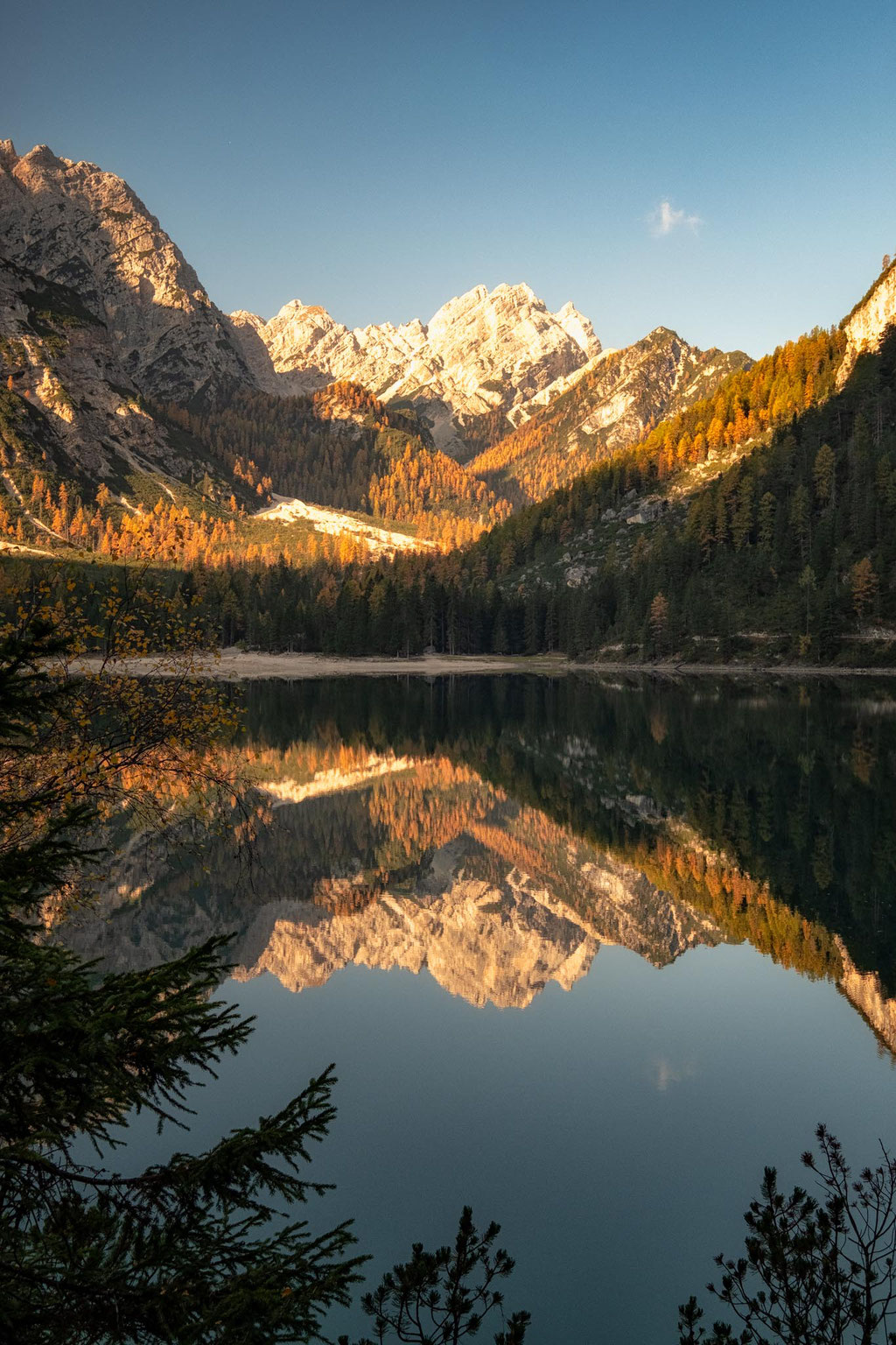 Lago di Braies in autumn