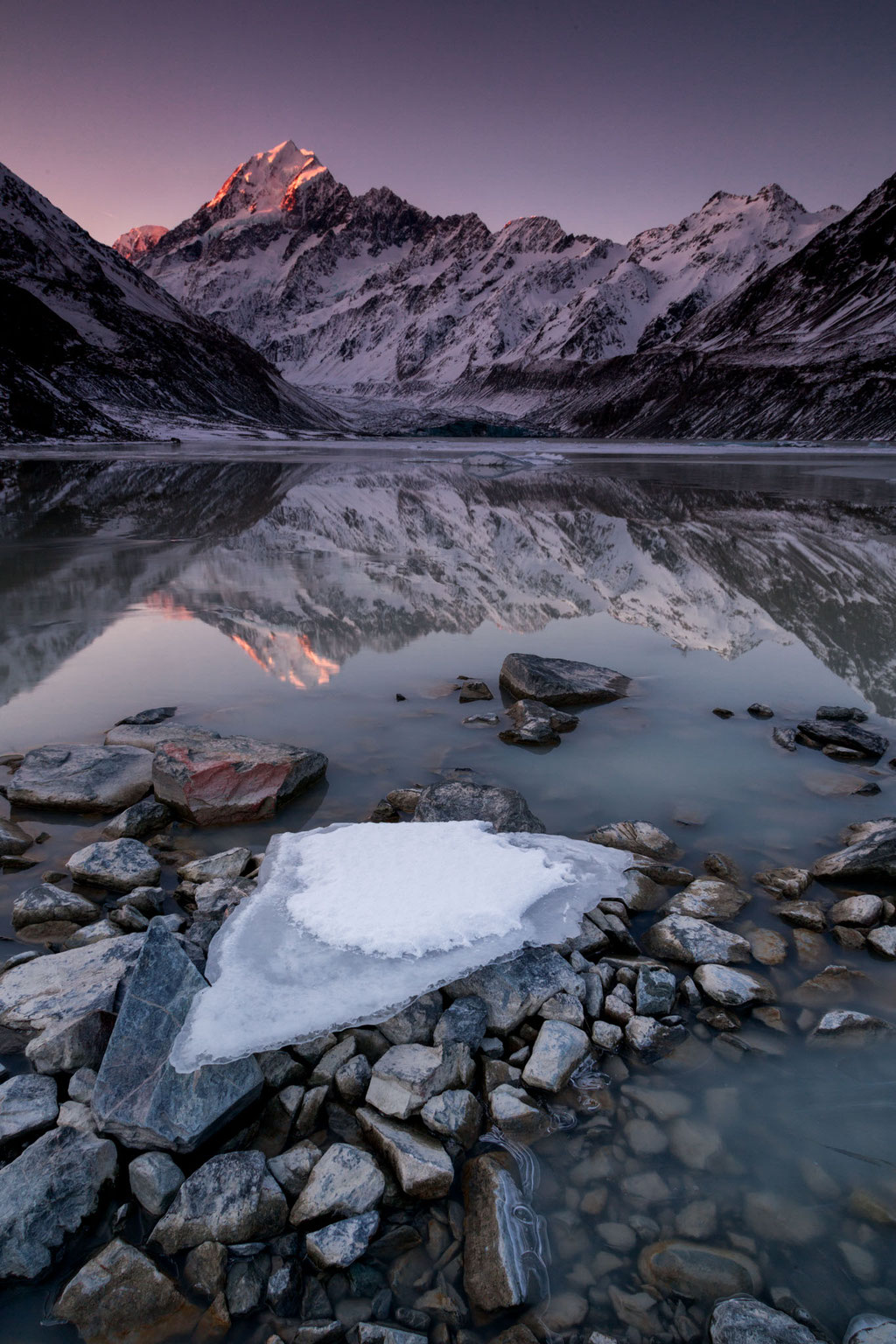 Winter scenery of Mount Cook reflecting in the Hooker Lake