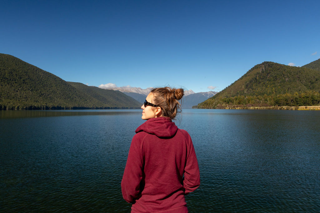 Me standing in front of the Rotoroa Lake in Nelson lakes NP