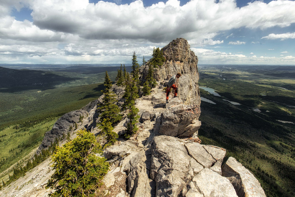Mt Yamnuska. Best Day Hikes near Canmore and Kananaskis