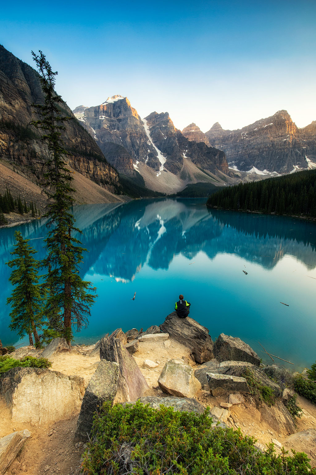 Summer vibes at Moraine Lake