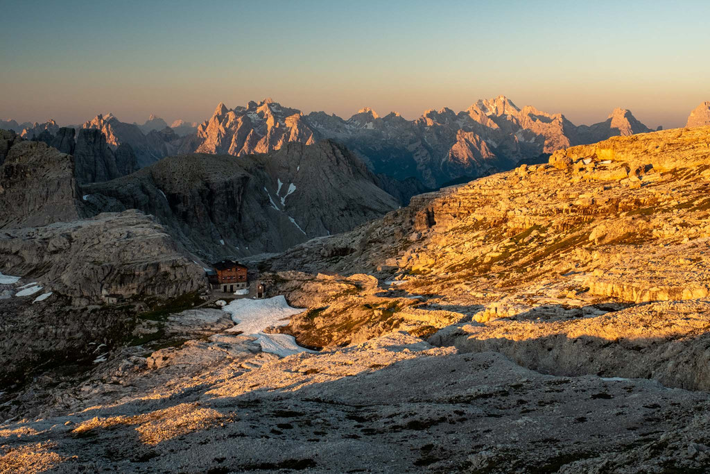 Rifugio Pian Di Cengia blending with the landscapes