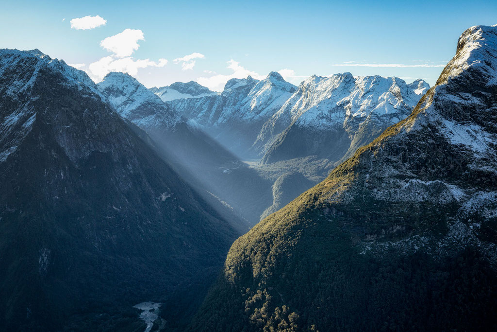 Looking into the valleys of the Fiordland National park from the Mackinnon Pass