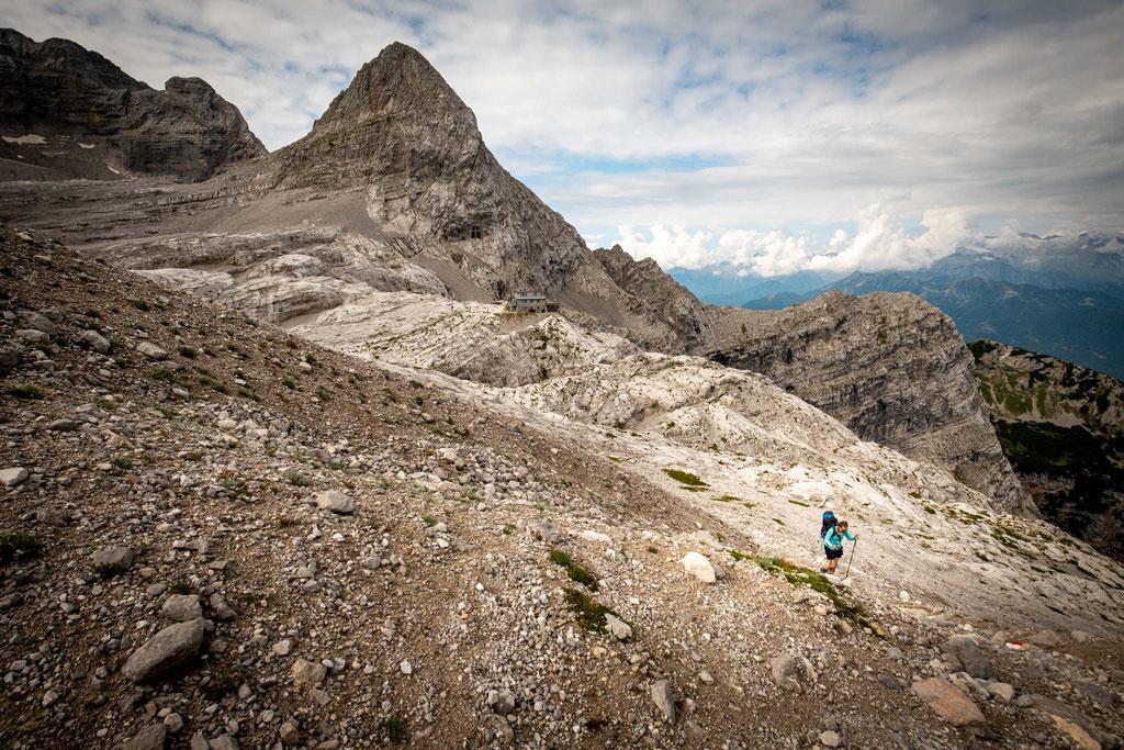 Hiking from rifugio XII Apostoli towards Bocca dei Camosci Pass