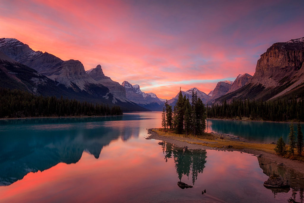 Spirit Island in Jasper National Park at sunrise
