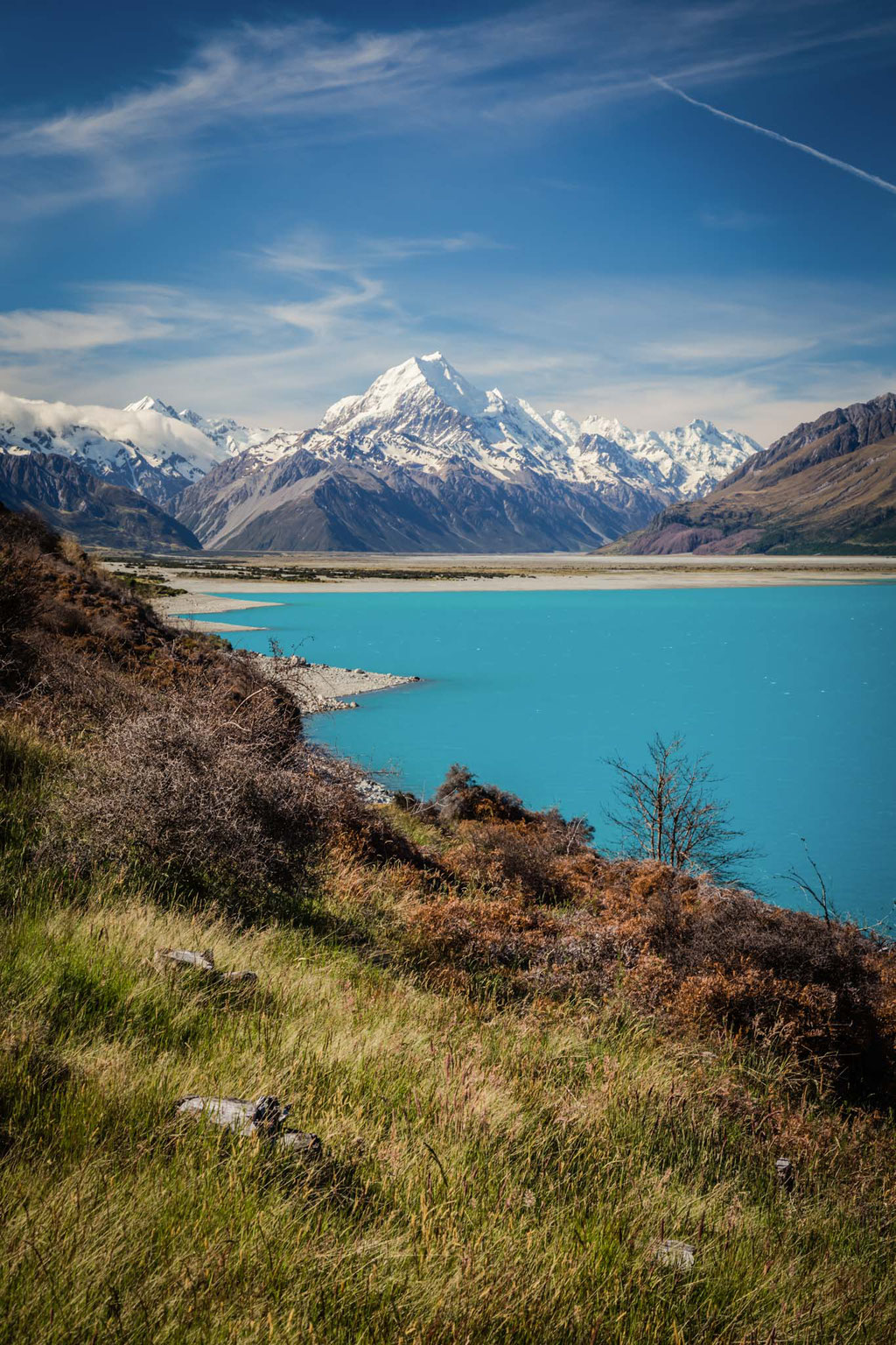 Lake Pukaki along the road to Mount Cook village