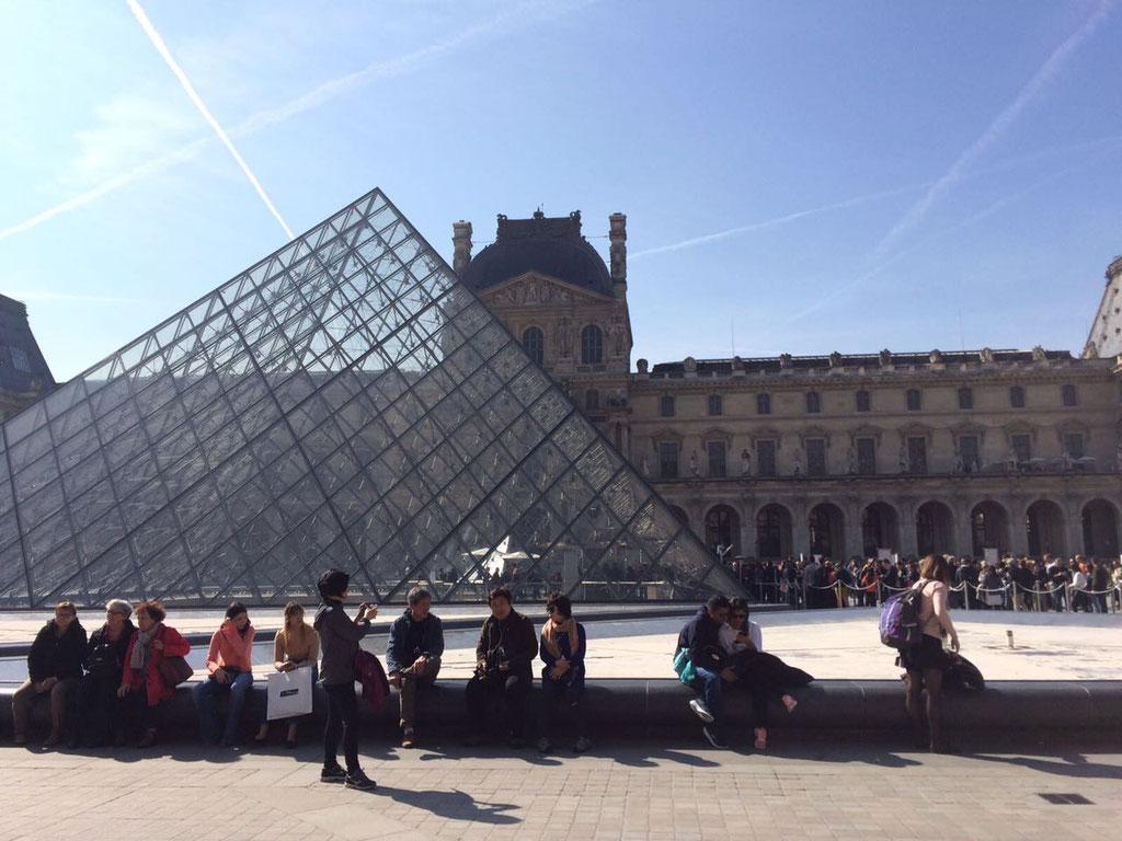 Am Louvre.
