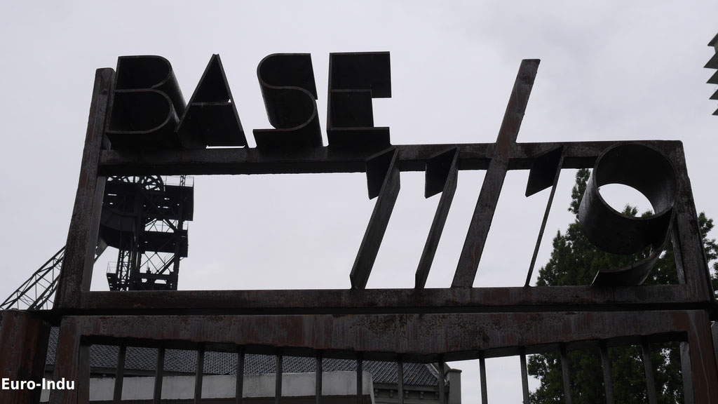 """Ehemaliger Haupteingang und heutiger Eingang zum Kultur und Kreativquatier """"Base 11/19"""""""