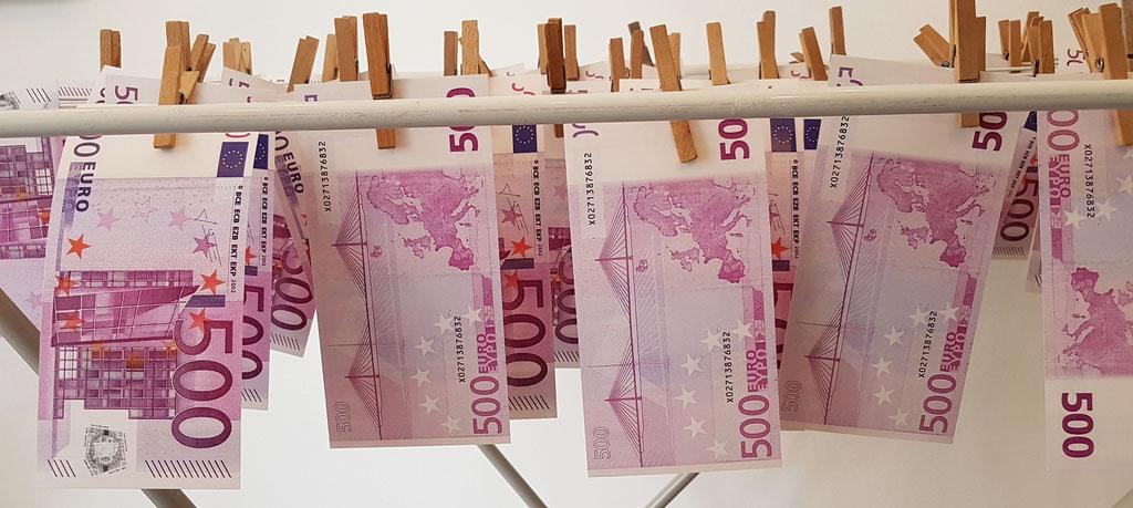"""""""Ga ga Geldwaschanlage"""" Installation von Evelyne Knobling"""