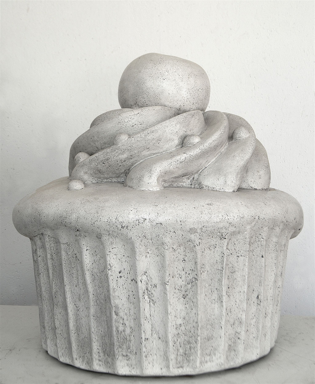 Cupcake, ca. 60x60x60cm, Marmor-Steinguss, Unikat, 2018