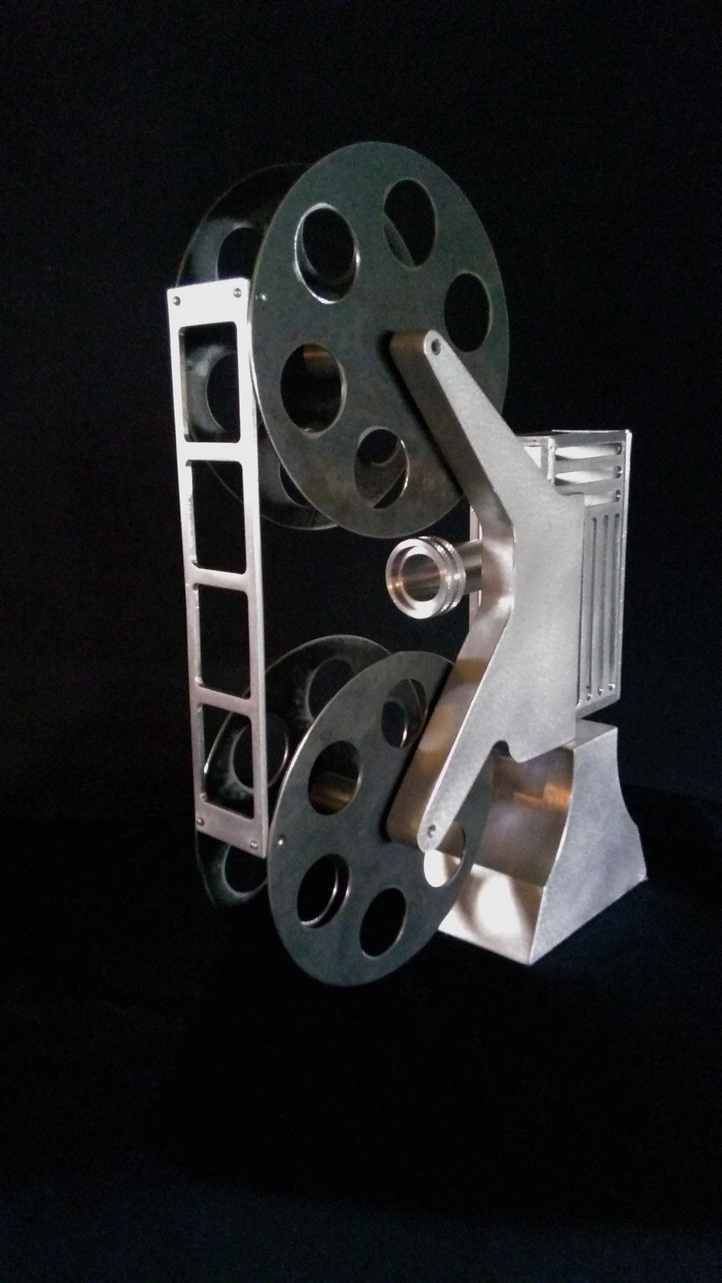 Projeter l'histoire, 15'' haut x 11'' large x 4'' base,  Aluminium, acier, 2017. $600.00