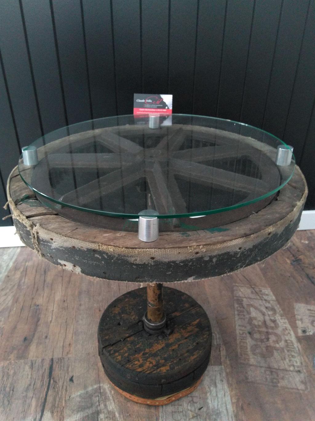 """Table de salon, bois et verre, fait avec ancienne roue de moissonneuse batteuse (1940), 20"""" de diamètre x 22"""" de haut 2019 oeuvre unique$650.00"""