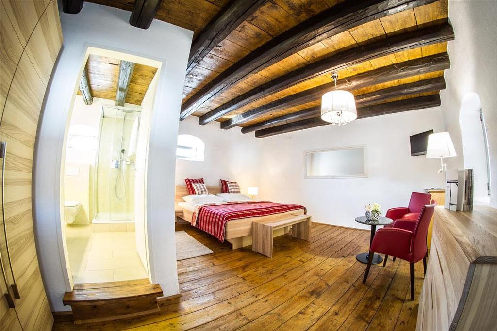 Besondere Atmosphäre in den Zimmern neun und zehn, in den ehemaligen Kornspeichern des vierzigerhofs © Kastner new media