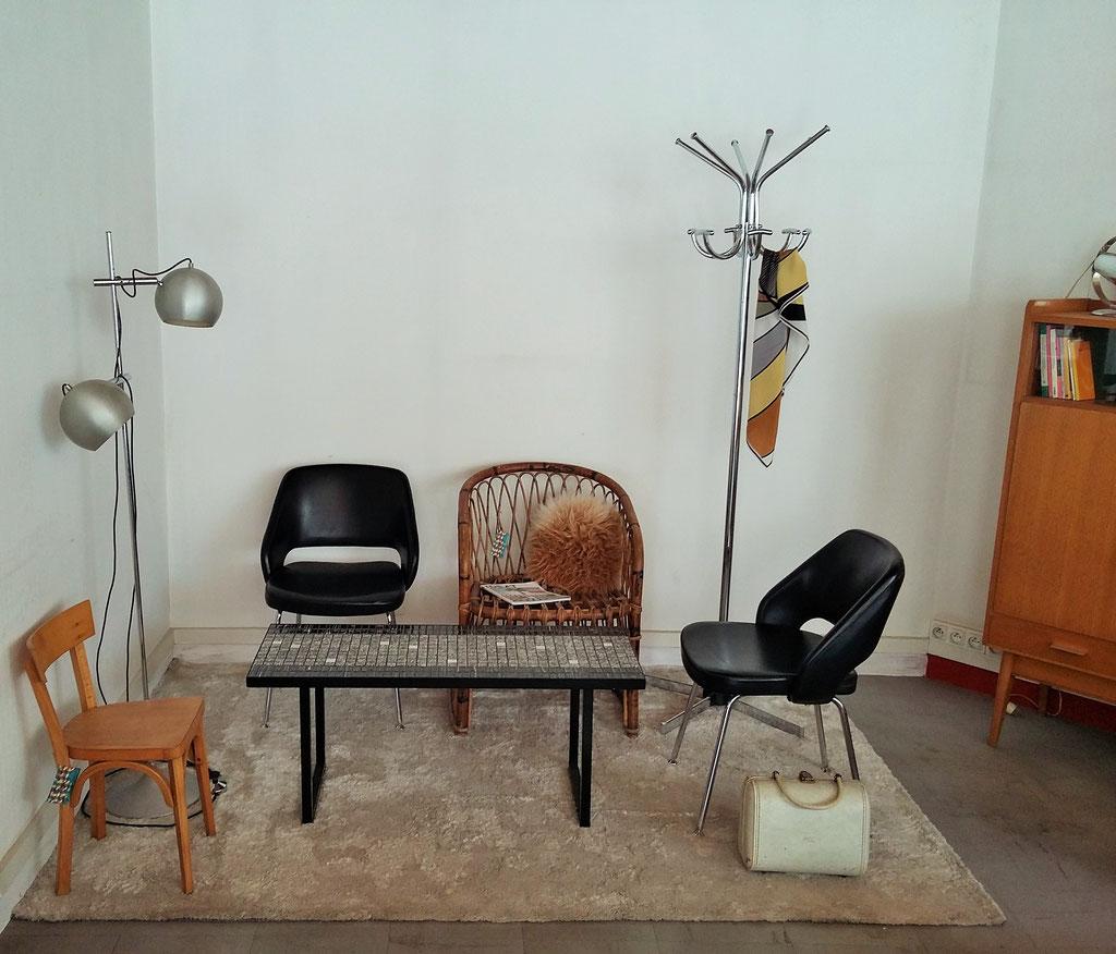Ambiance salle d'attente vintage dans l'entrepôt Hollychinegom