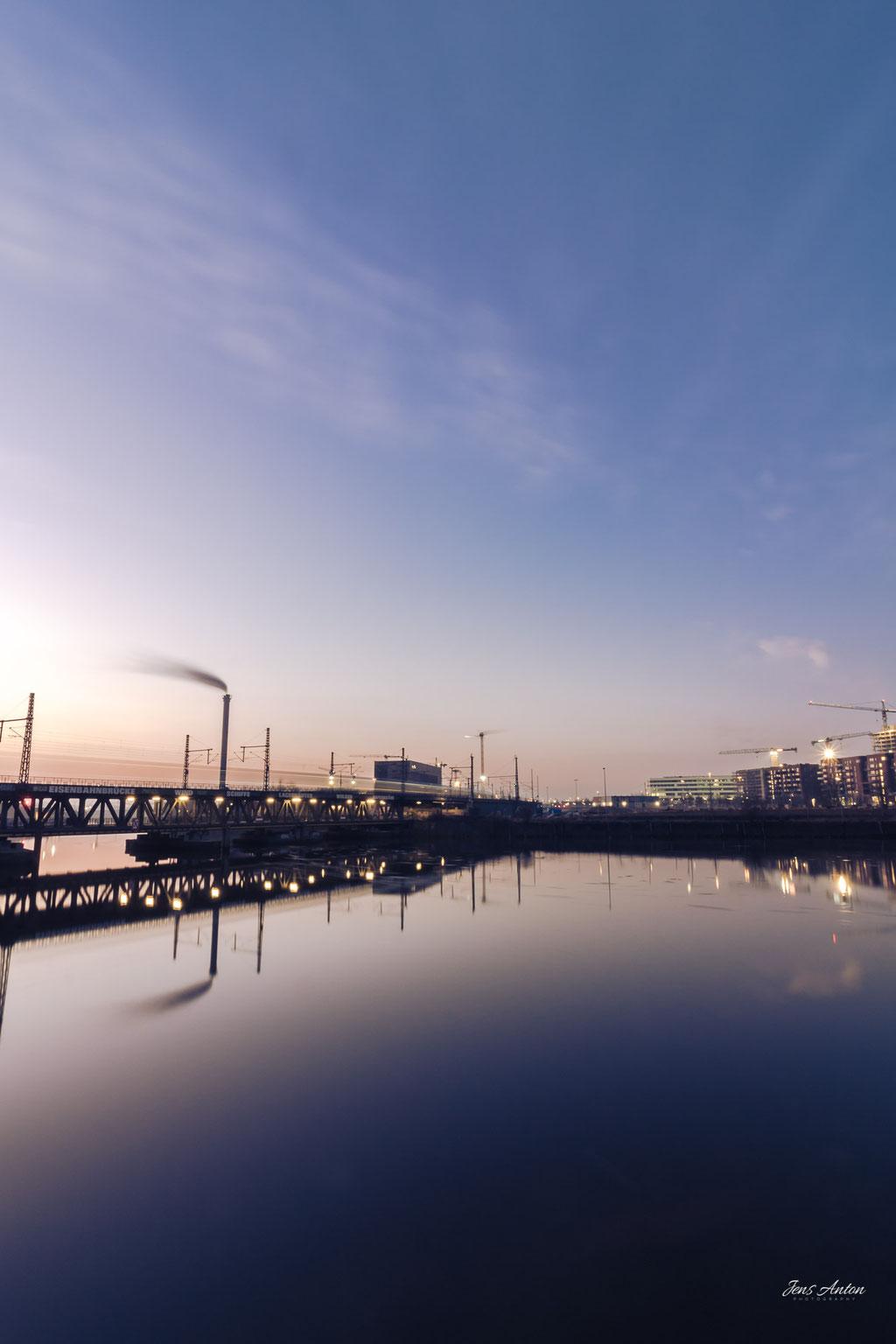 Oberhafenbrücke Eisenbahnbrücke am Morgen Hamburg