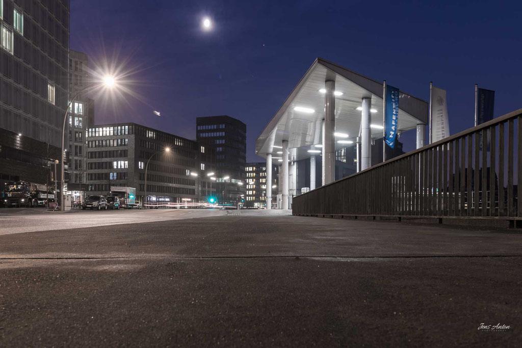 H2 Wasserstoff Tankstelle Hamburg Hafencity