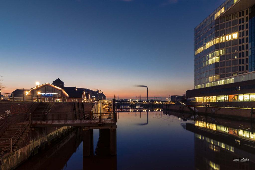 Deichtorhallen Hamburg Sonnenaufgang Spiegelgebäude