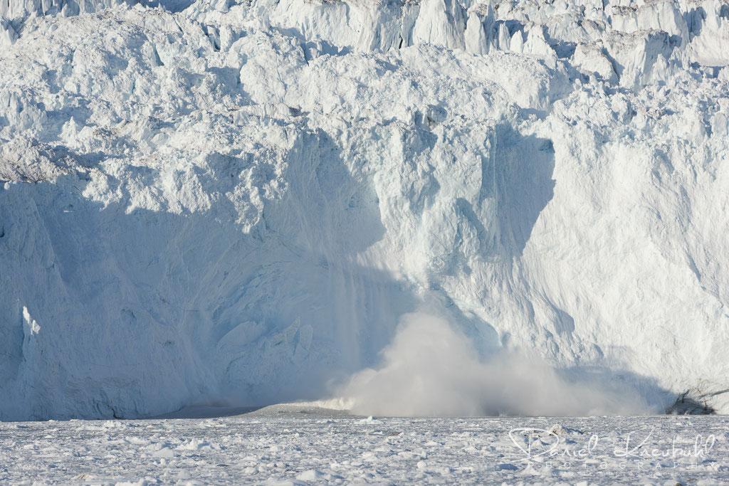 Abbruch am Eqi Gletscher - die Abbruchstelle links ist nun gut zu erkennen