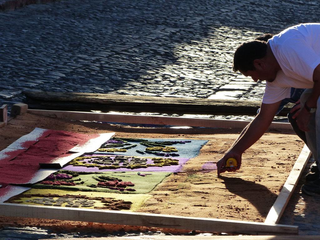 Die Anwohner gestalten ihre Teppiche mit viel Liebe zum Detail