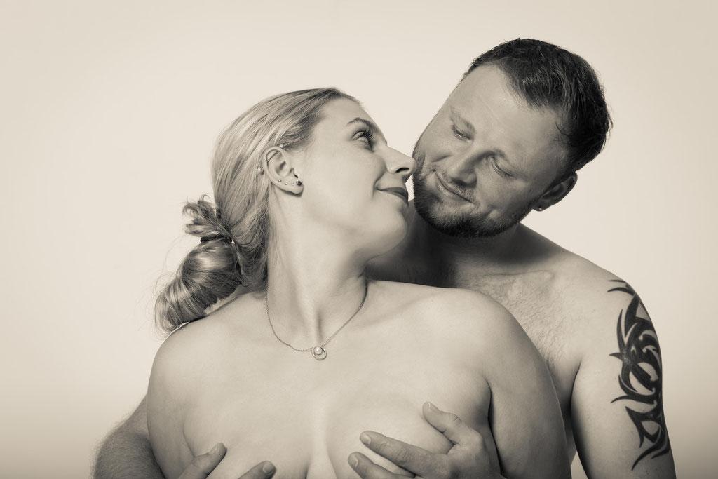 Aktshooting für Paare bei Erlangens besten Fotografen mit eigenem Fotostudio - nude Paare