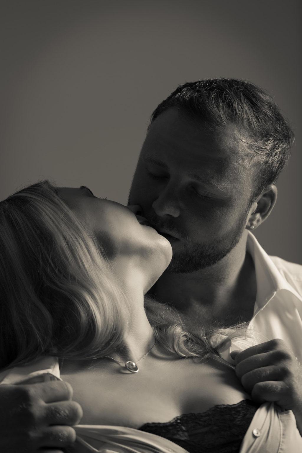 Sexy Bilder entstehen beim Erotik-Shooting beim Akt und Dessous Fotograf in Erlangen