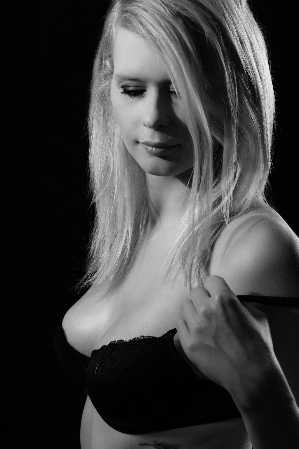 Erotisches Unterwäsche Shooting im Studio als Geschenk für den Freund