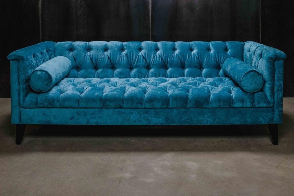 MÖBELLOFT Design Sofa in Chesterfield & Barock Look