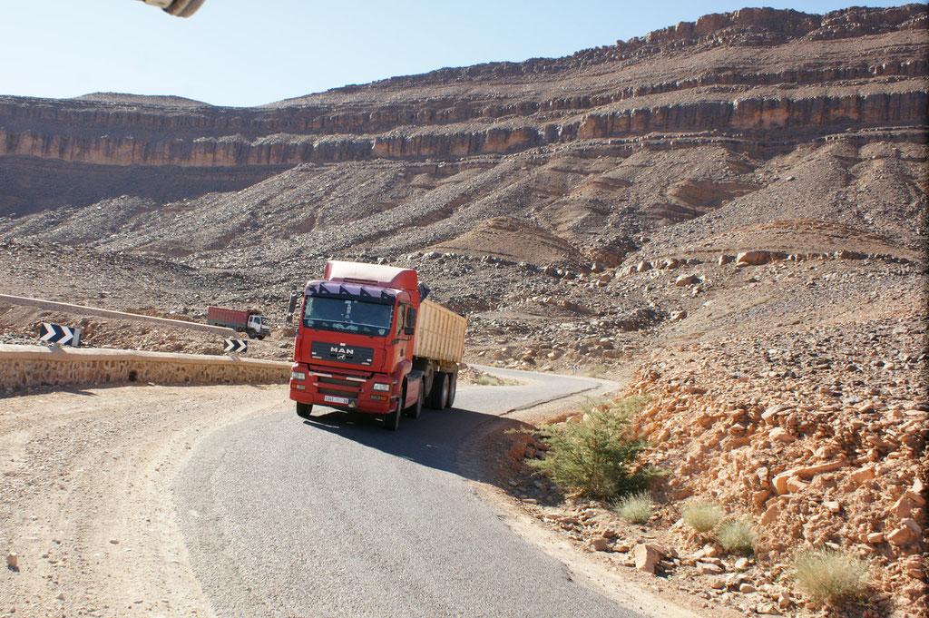 """Die Lastwagen müssen auch über den Pass und haben """"keine"""" Bremse"""