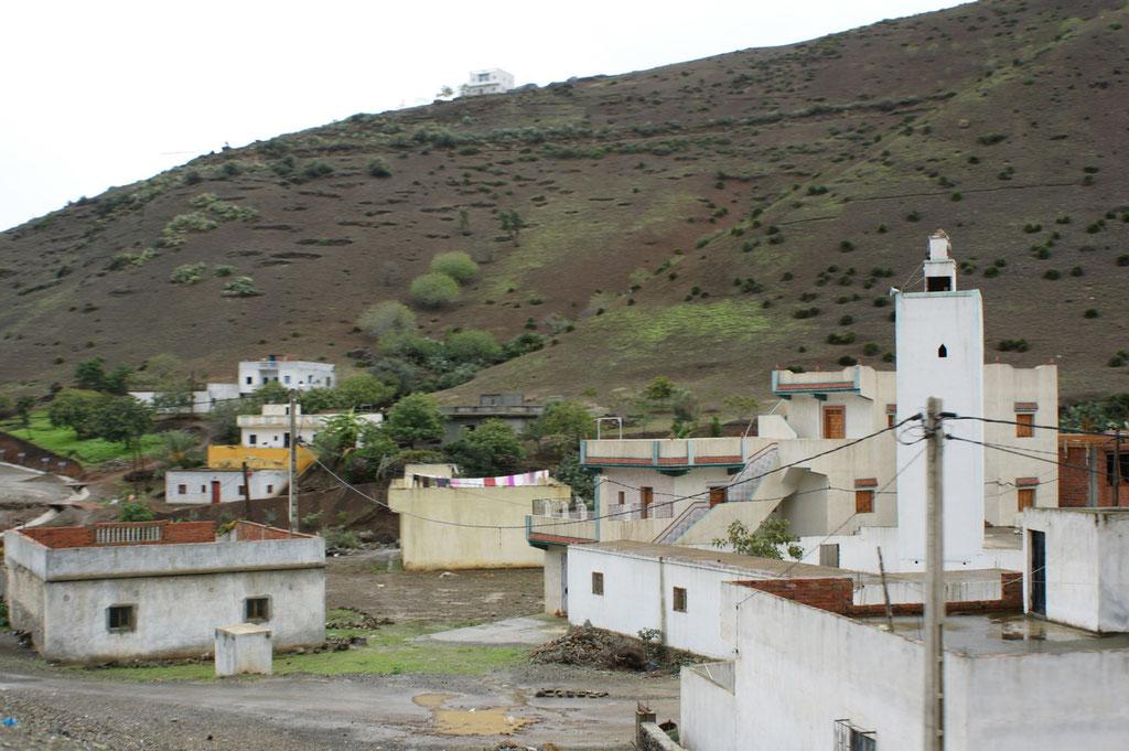 Die Dörfer uns deren Bewohner wirken nicht bedrohlich