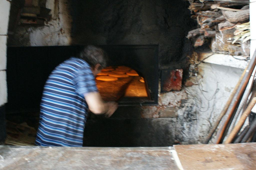 Hierher bringen die Frauen den Brotteig und er wird für sie gebacken