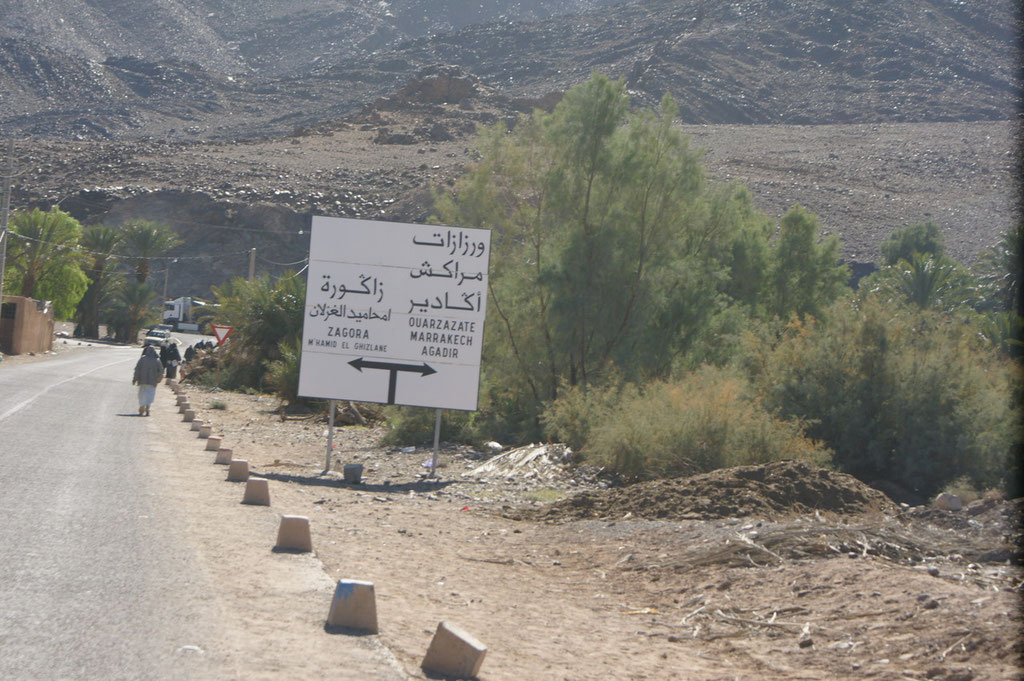 Der Abzweig nach Zagora und Ouarzzazate