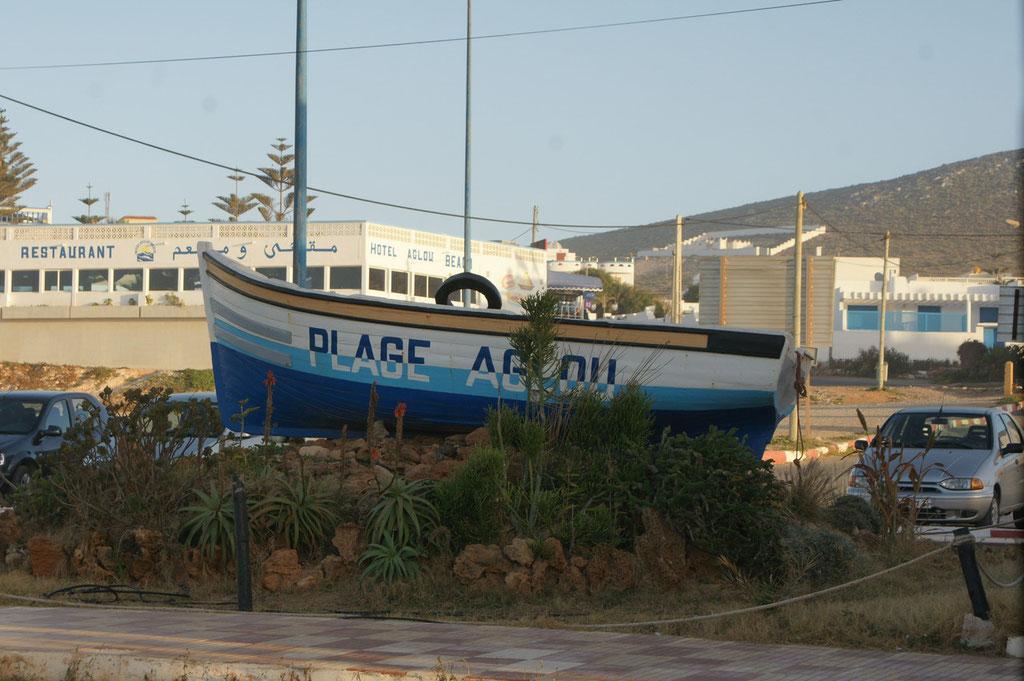 Das Schiff an der Strandpromenade