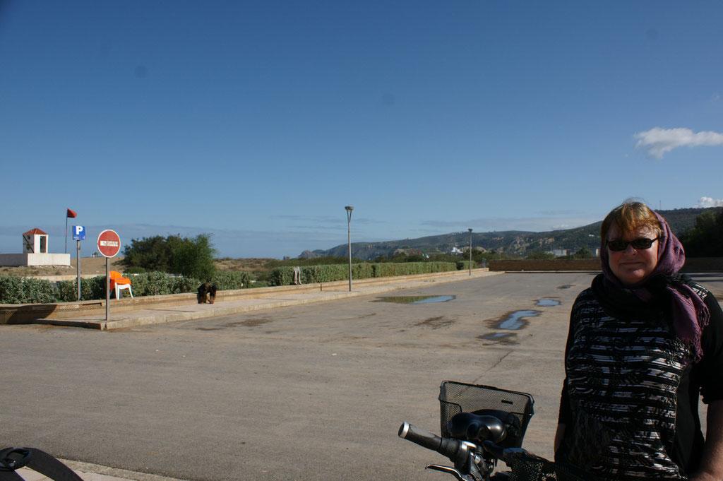 Links der Grenzposten