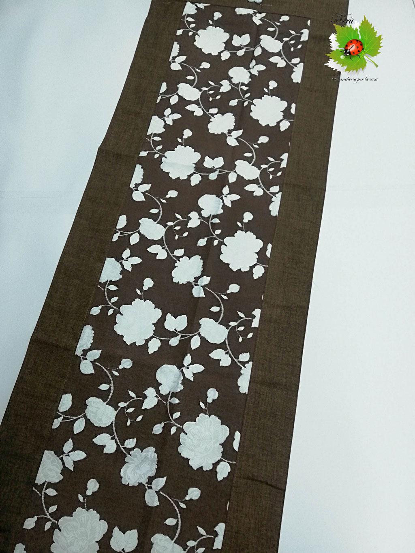 Runner centrotavola con fiori in cotone 45x135 cm. Col. Marrone. B451