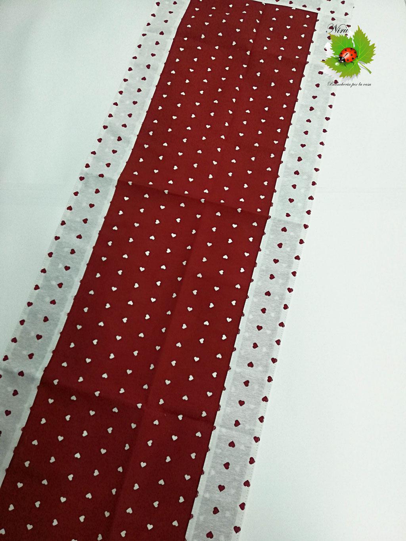Runner centrotavola con cuoricini in cotone 45x135 cm. Col.Bordeaux. B450